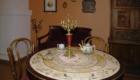 Круглый стол с мраморной столешницей